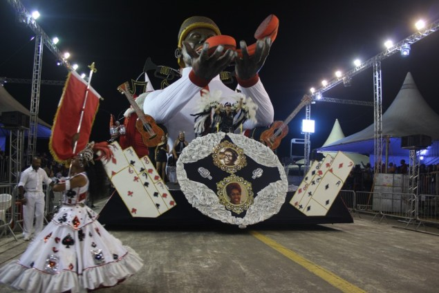 Embaixadores do Ritmo abriu a noite de desfiles (Foto: André Gomes/Liespa)
