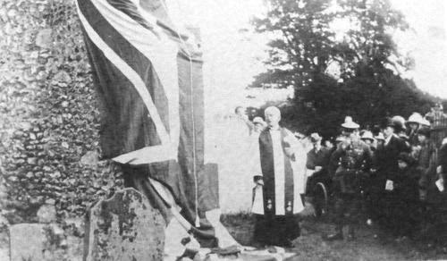 1919-War-memorial-dedicatio