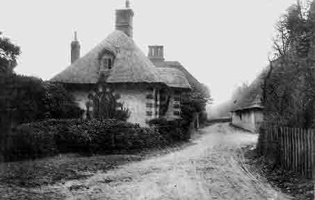 The Frogham lodge from the park entrance circa 1905. Park Farm is on the right of the picture.
