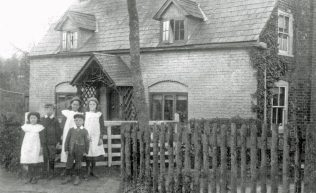 Ingleside circa 1904. The children are members of the Groombridge family who had recently taken over the tenancy of Holt Street Farm.The tenancy is still held by members of the family. At this time Ingleside was the Holt Street farm house. the larger Holt Street Farm House in Butter Street was the residence of Mr. Henry Weston Plumptre and later officers from the Dover garrisons.