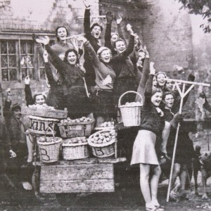 1939 students with harvest