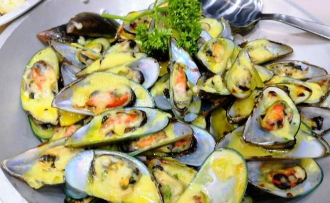 Baked greenshell mussels