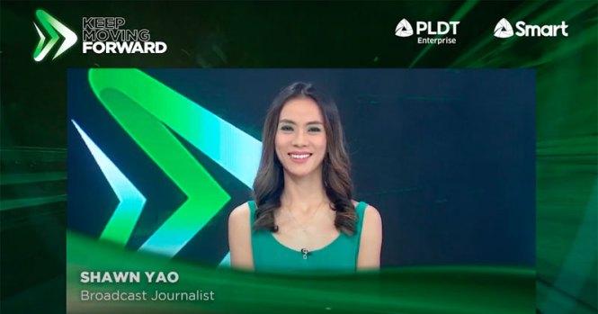 Journalist Shawn Yao broadcasting via Smart 5G.