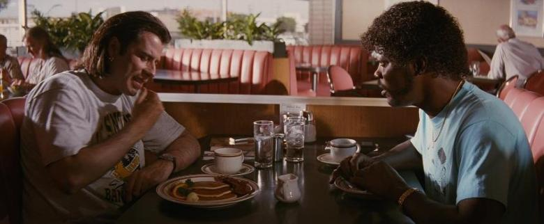 Pulp fiction recensione di Quentin Tarantino con John Travolta, Samuel L. Jackson, Uma Thurman, Harvey Keitel, Tim Roth, Bruce Willis