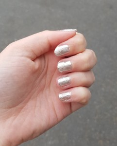 Mirror, mirror on my nails. Essence Metal Shock Nail Powder review