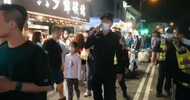 清明連假 墾丁大街擠爆了!醫護氣炸:台人劣根性