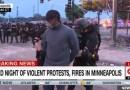(影)美國警方執法過當致死案引爆民眾抗爭  CNN非裔記者連線報導竟遭上銬逮捕