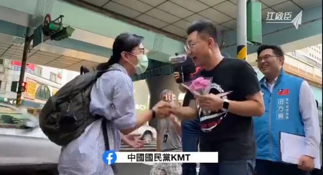國民黨主席江啟臣今在街頭演講獲支持者歡迎圖:擷取自臉書直播