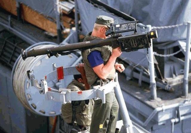 民進黨高雄立委在電視節目上指台灣軍人用美國軍售肩射刺針飛彈,可以打下落到台灣上空的共軍地對地導彈,引起各方笑談,圖為射刺針飛彈。圖/翻攝自FAS網站