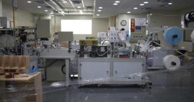口罩國家隊淨新科技股份有限公司疑違法增設工廠機台生產口罩,遭檢調調查。(中央社)