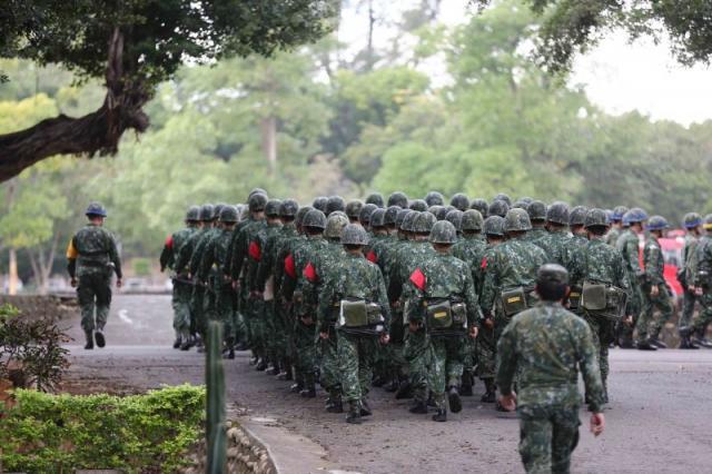 義務役和志願役後備軍人選充年限擬從8年延長至15年。(中央社/檔案照片)
