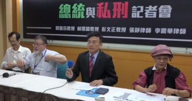 不滿遭檢方與特定媒體影射,彭文正第一時間在臉書發文寫道「抹紅別人就能變成真博士嗎」?(圖片翻攝YouTube/呷新聞,資料照)