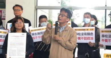 高雄榮總前主治醫蘇偉碩(前右)、高雄醫學院醫學博士王文心(前左)同時指出,台灣早有研究,萊劑會傷害人細胞,吃愈多毒愈多。記者陳秋雲/攝影