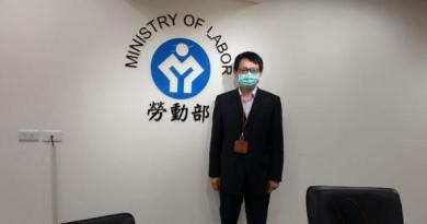 勞動部發展署管理組長薛鑑忠宣布台印移工會議暫緩。記者陳宛茜/攝影