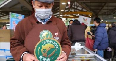 中央畜產會董事長林聰賢表示,台灣豬標章上路後有1.5萬家商家提出申請,目前已核發7000多家許可,農委會也從元旦起展開標章稽查,預計月底前清查完畢。(中央社/檔案照片)