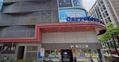 家樂福被中央畜產會點名違規貼台灣豬標章,家樂福爆氣回應「作賊喊抓賊」。圖:翻攝自Google地圖