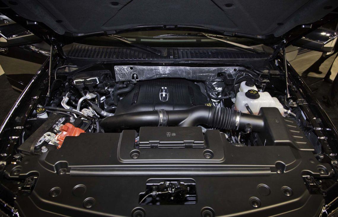 2018 Lincoln Navigator engine