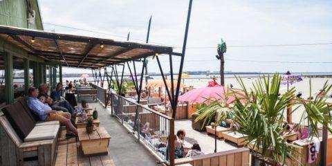 Strandpaviljoen Timboektoe