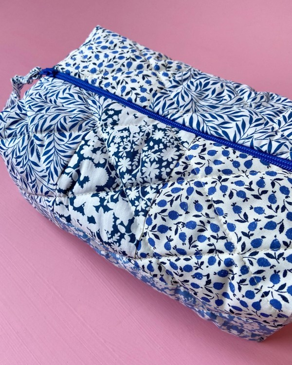 Liberty patchwork pouch noracopenhagen nora copenhagen savlesmæk hagesmæk liberty mundbind stovell suttesnor scrunchies hårpynt slow fashion