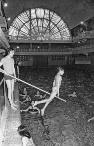 Schwimmunterricht in den 1930er Jahren, © Musée La Piscine de Roubaix