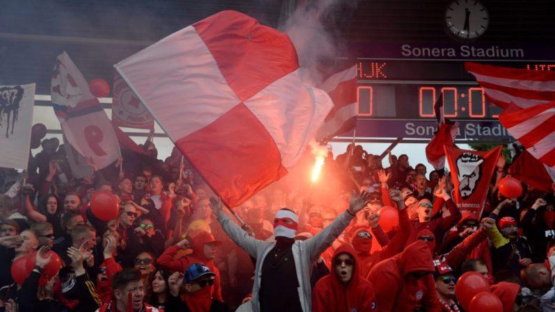 LKS 20150706 HIFK:n kannattajia alkapallon veikkausliigan ottelussa HJK - HIFK Helsingissä 6. heinäkuuta 2015. LEHTIKUVA Mikko Stig