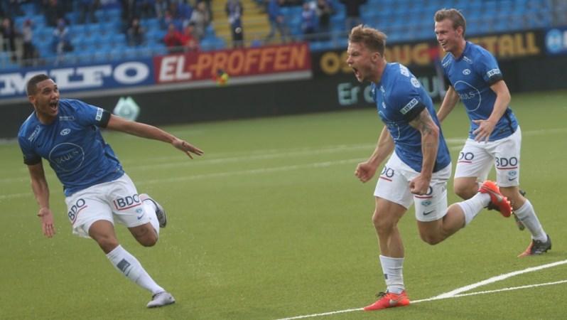 La joie de Gulbrandsen qui offre le but victorieux à Molde dans le derby d'Alesund