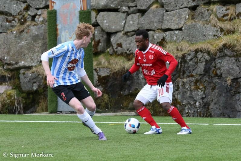 Lawal, ici contre le HB, a marqué un tiers des buts de l'ÍF. | ©Sigmar Mørkøre