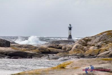 Ein Leuchtturm trotzt dem Sturm