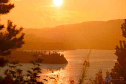 Goldener schwedischer Sonnenuntergang