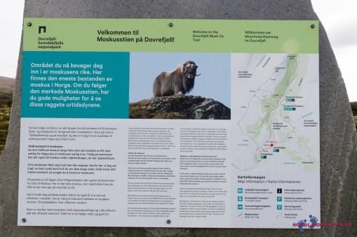Eine Infotafel informiert über die Tiere
