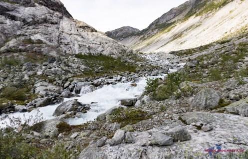 Immer entlang des Gletscherbaches