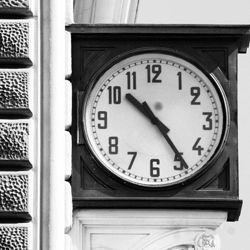 Risultati immagini per stazione di bologna orologio
