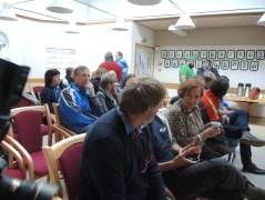 Folkemøtet i forbindelse med Ávjovári valgkrets ble holdt i Porsanger og nærmere bestemt på rådhuset i Lakselv. Det var høyre som hadde tatt initiativet til dette folkemøtet og en god del mennesker fant veien til formannsskaps salen på rådhuset i Lakselv for å lytte til hva de 11 partiene som stilte til valg i Ávjovári valgkrets til Sametinget.