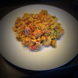 Paella recept met kip en vis, haal de zomer in huis