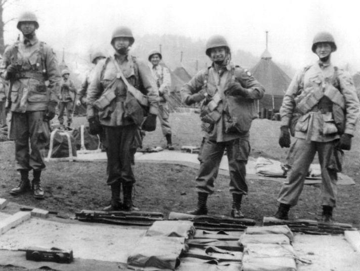 John Steele 2nd from right Spring 1944 UK.jpg