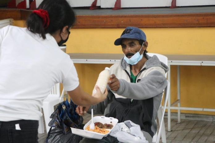 $! Tourists, the first to resort to temporary shelters in Mazatlán
