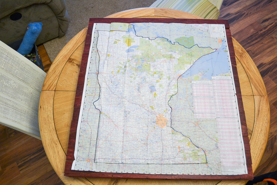 map of minnesota on pallet sign