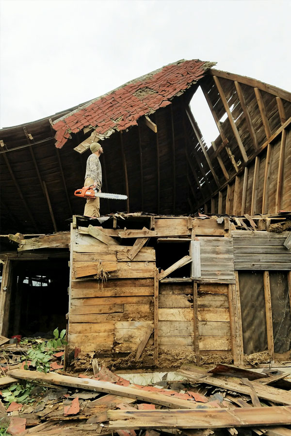 barnwood-wall-_-brett-and-chainsaw