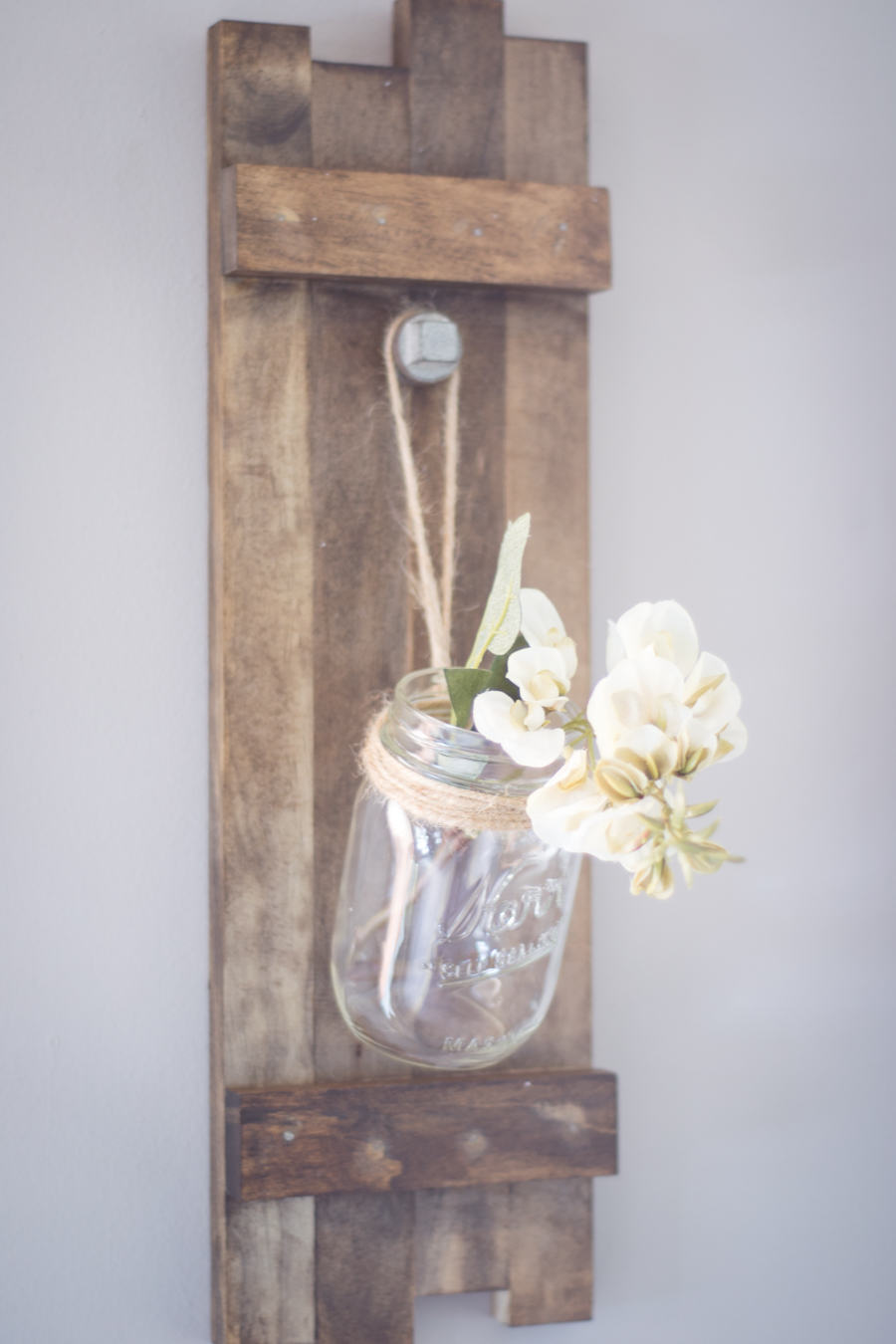 DIY Wooden Farmhouse Style Mason Jar Holder