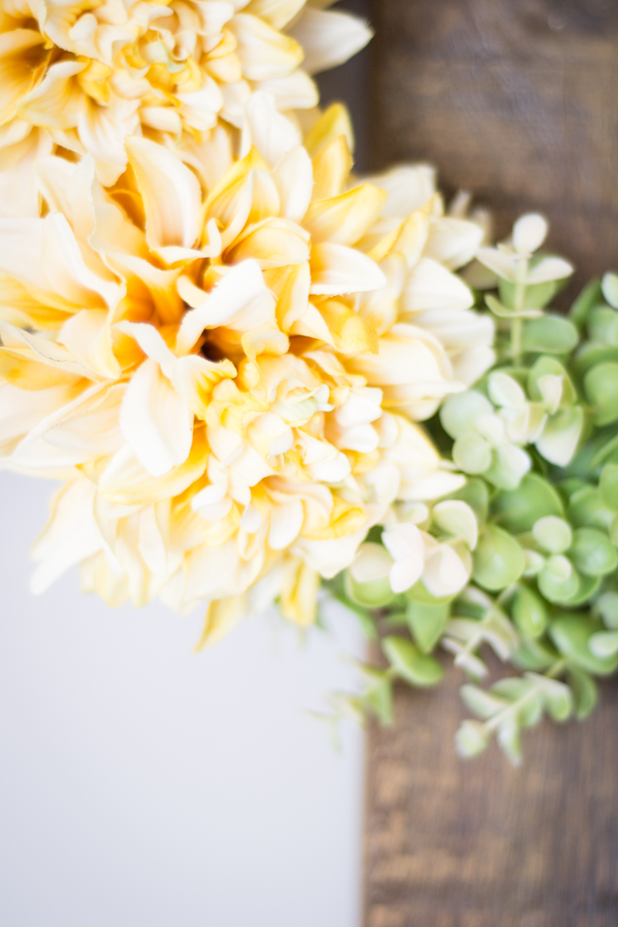 DIY Spring Wreath with bright yellow flowers
