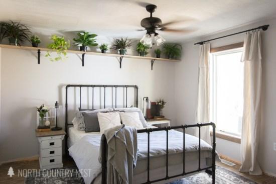 DIY Guest Bedroom Shelving