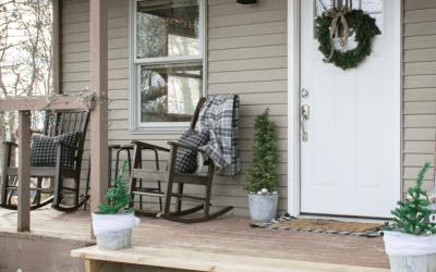 Simple & Rustic Holiday Porch Decor