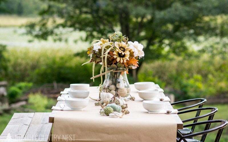 fall table decor outside