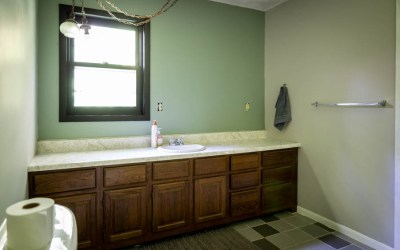 A Bathroom Update: The Wonders of Paint