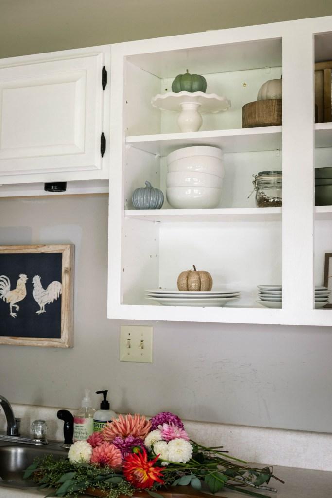 fall decor for kitchen shelves
