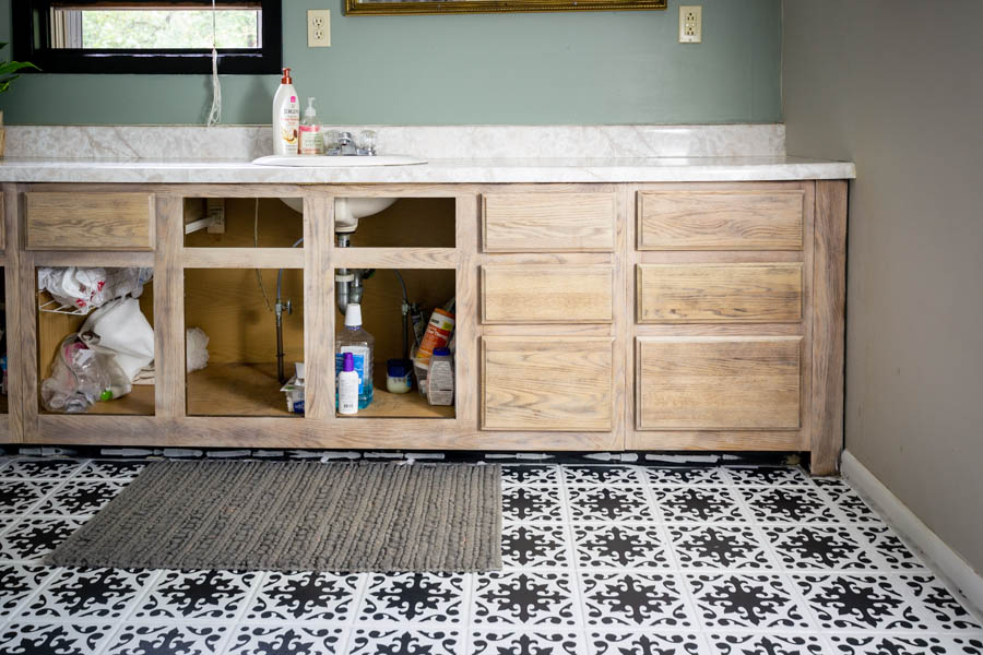 How to paint a bathroom tile floor with chalk paint | paint floor tile in the bathroom | North Country Nest #northcountrynest #paintedfloor #bathroomtile #bathroomremodel
