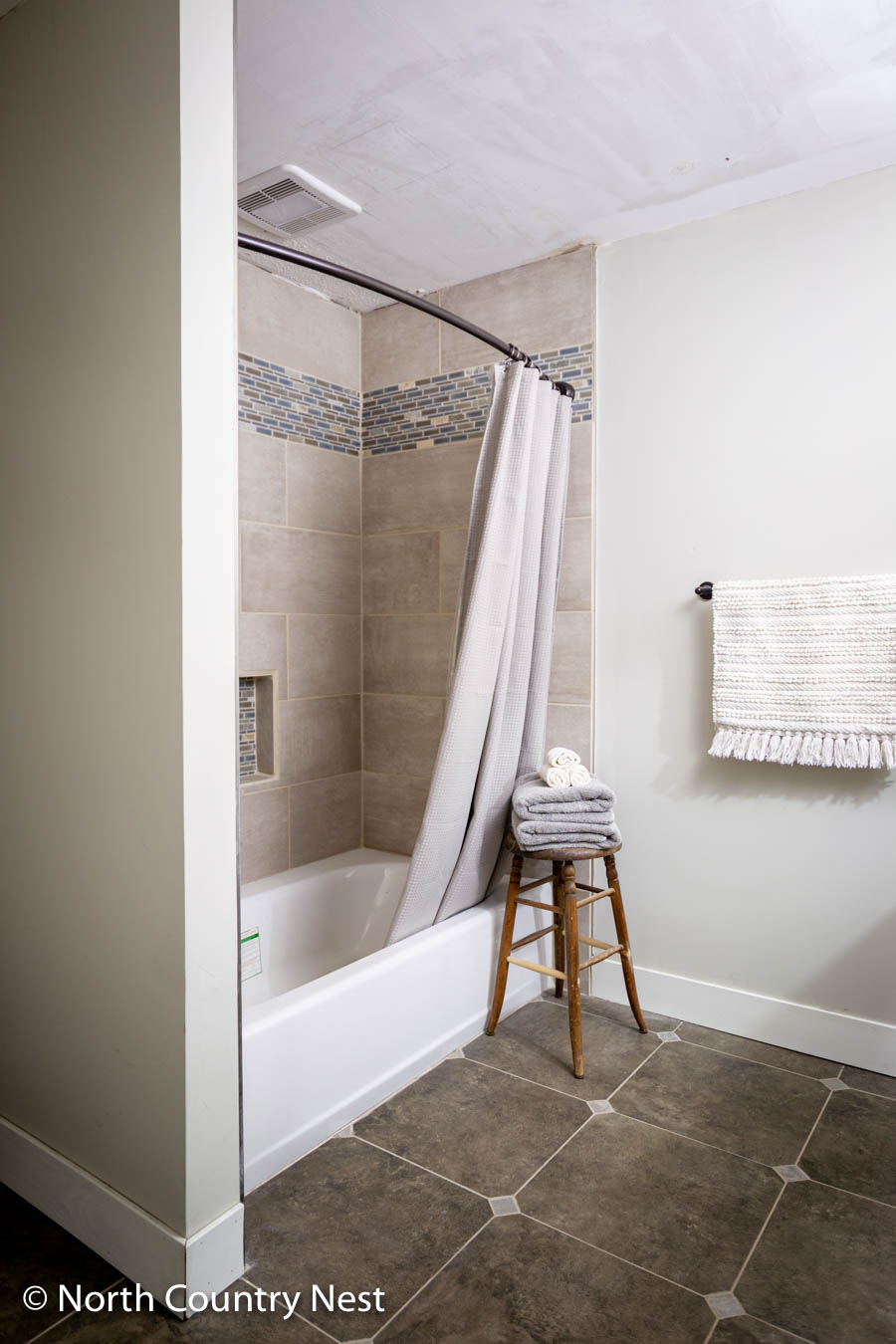 Spring Decor Ideas for the Guest Bathroom | North Country Nest
