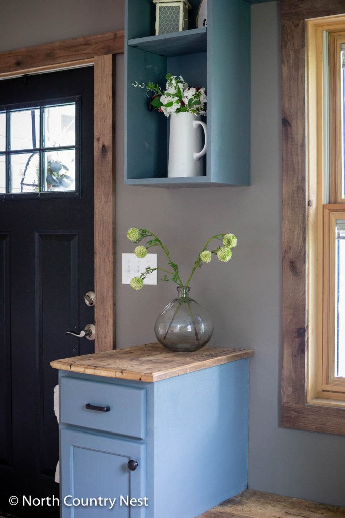 Modern Rustic Summer Decor in the Entryway | North Country Nest