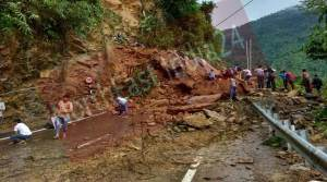 Assam: Massive land slide on Shillong-Silchar NH-44
