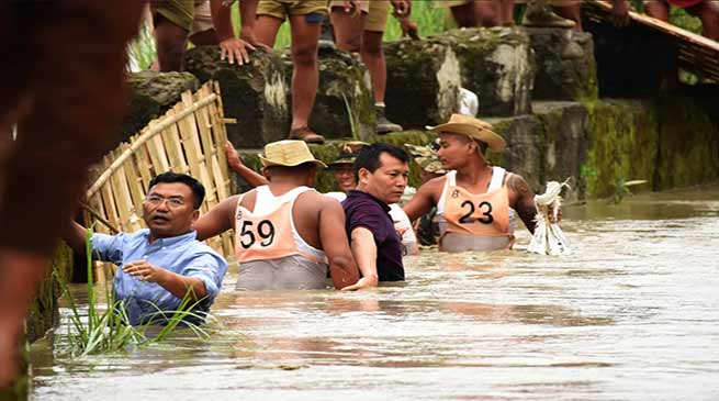 Manipur: IAS officer helping marooned people in waist-deep water